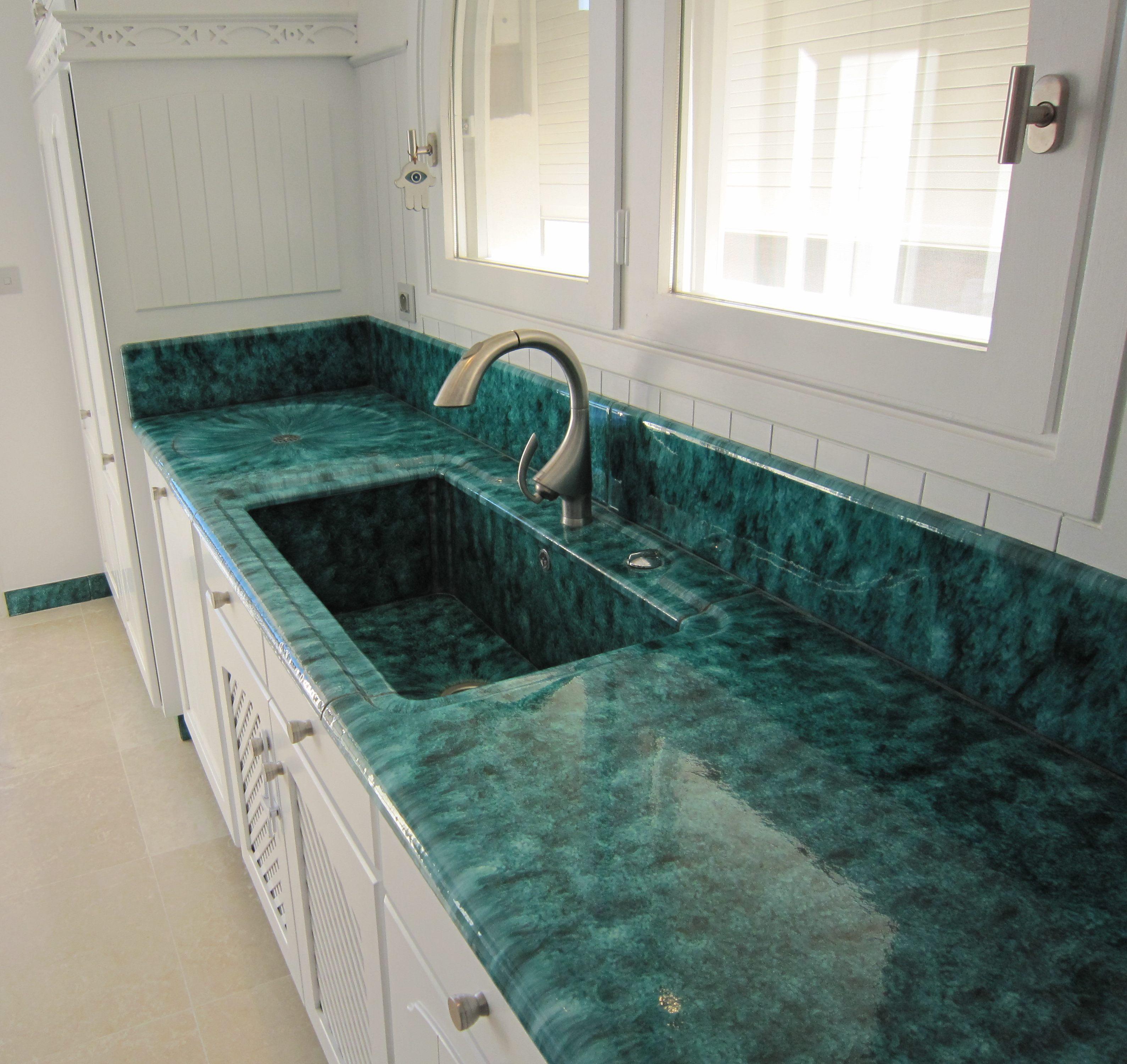 pierre de lave en meuble de cuisine lave brazilia. Black Bedroom Furniture Sets. Home Design Ideas