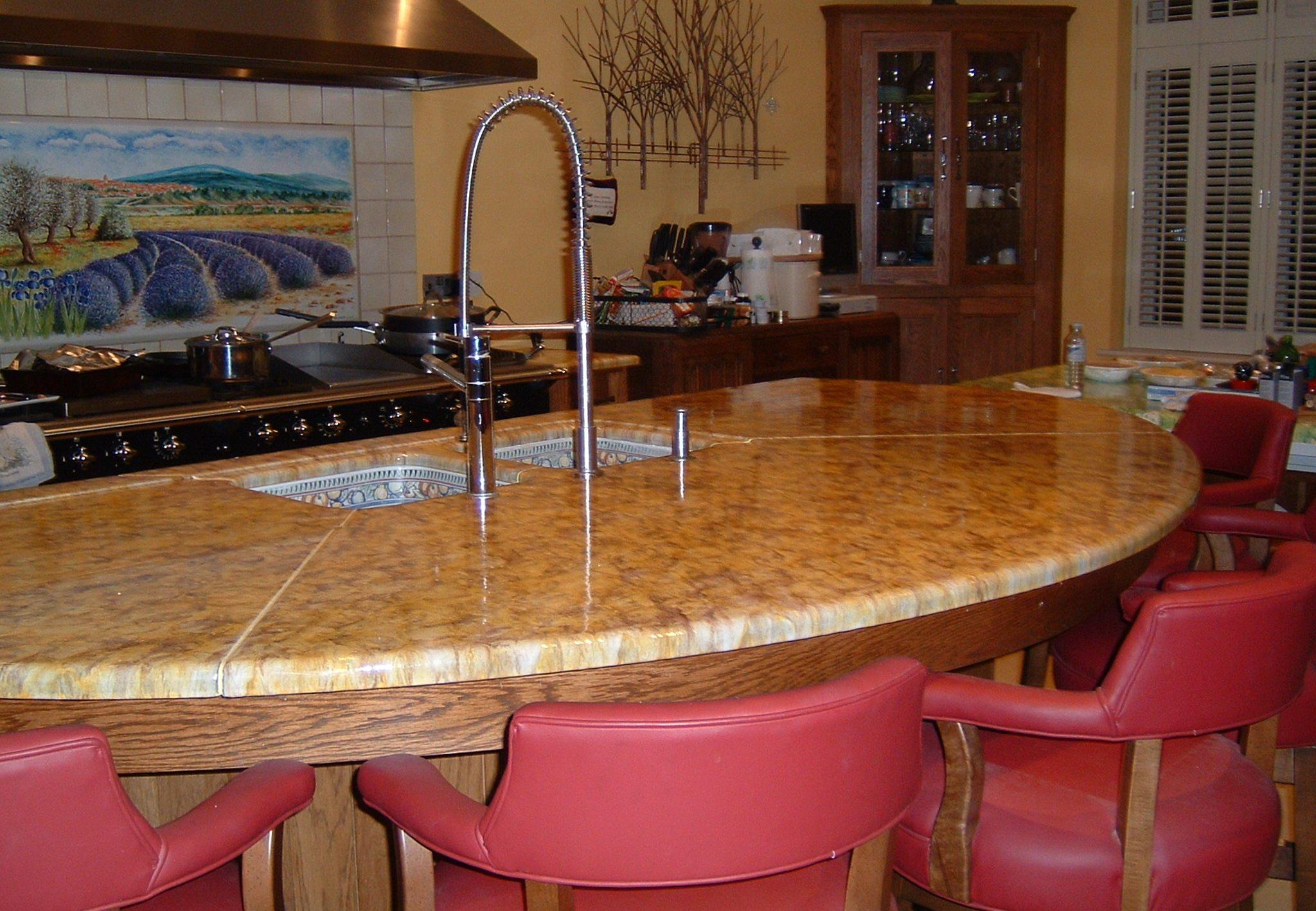 Table en lave maill e pour cuisine produit salernes en for Alain carrelage labege